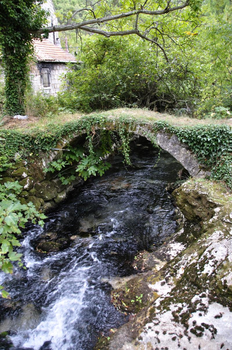 Most u dvorima